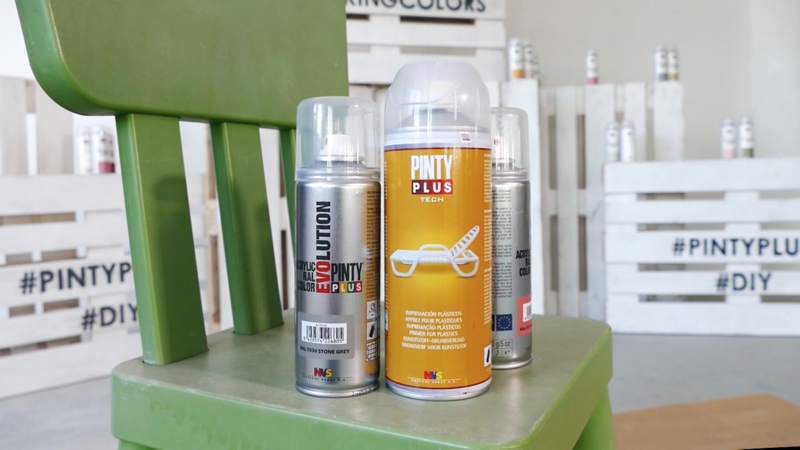 Materials for painting a plastic chair