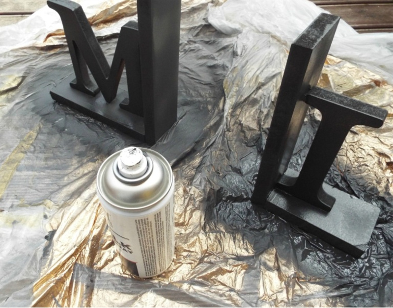 Black spray painting MDF bookends