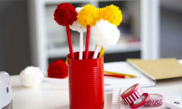 Pencil-DIY-with-pompoms-of-wool-and-Pintyplus