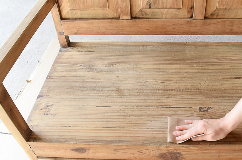 paint-furniture-wood-tannins-sanding