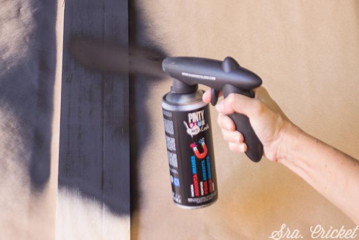 paint-wooden-with-pintyplus-spray