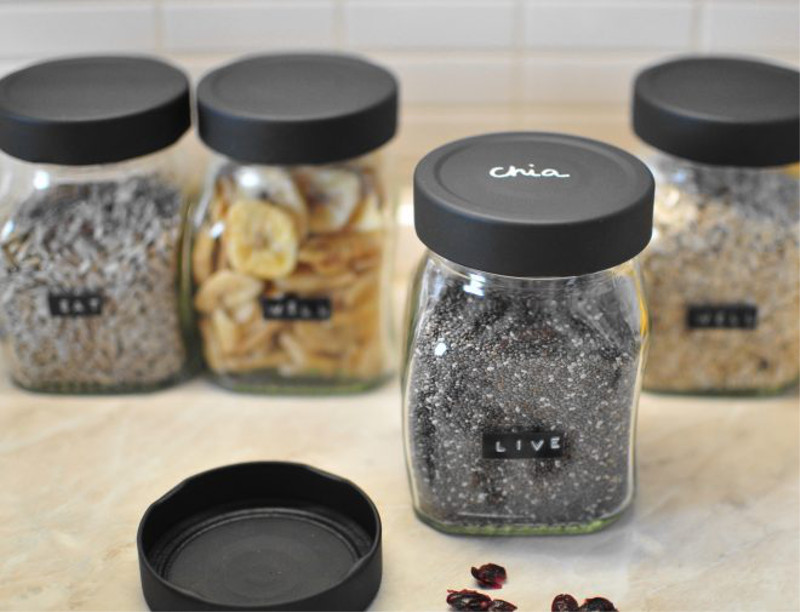 Customization-with-jars-of-jam-and-paint-slate-in-spray
