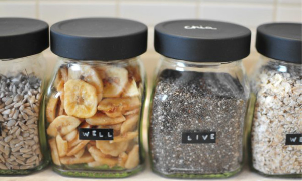 Pintyplus-slate-in-spray-glass-jars